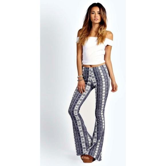 8a19c50945b4 Boohoo Pants - Boohoo Black and White Print Flared Pants